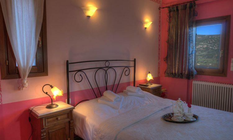 δίκλινο δωμάτιο ξενοδοχείο στα Καλάβρυτα, Finday Eco Boutique Hotel Kalavryta