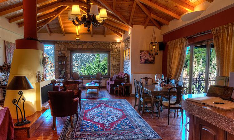 ξενοδοχείο στα Καλάβρυτα, σαλόνια με τζάκι και παραδοσιακή αρχιτεκτονική